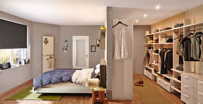 Begehbarer Kleiderschrank Mit Offenem Schranksystem, Ausgestattet Mit  Regalen, Kleiderstangen Und Schubladen Von Mu0026ouml;