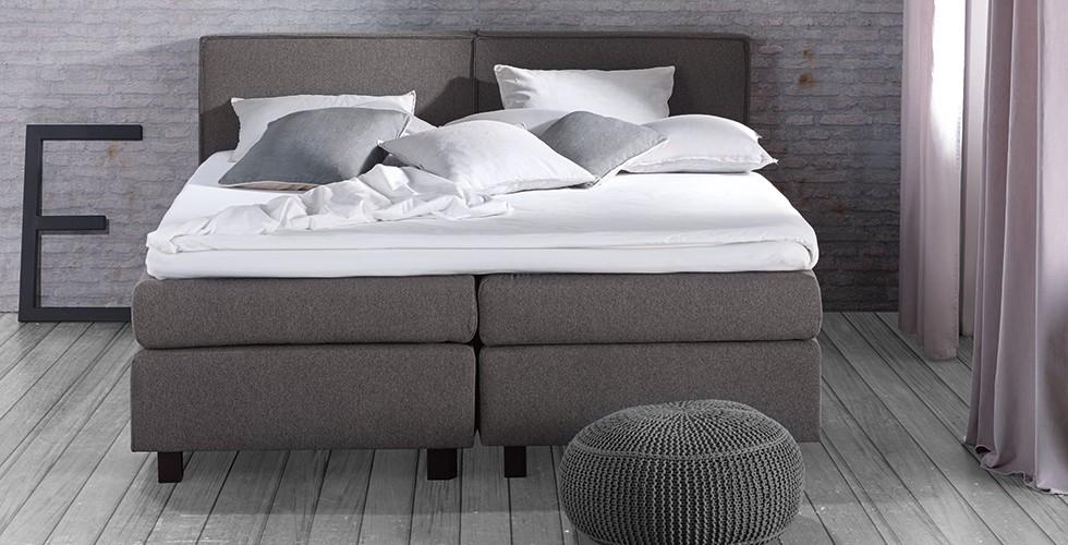 moderne betten mit springbox oder bettrahmen halbhohe. Black Bedroom Furniture Sets. Home Design Ideas