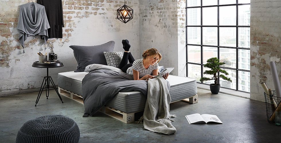Betten entdecken m max for Beistelltisch schlafzimmer