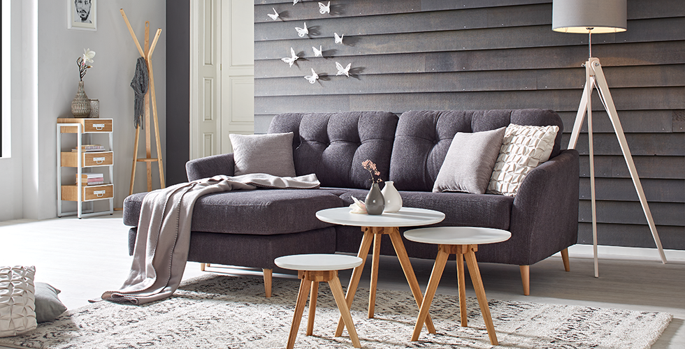 Dunkelgraue Couch Aus Stoff Und Holzfuumlssen Von